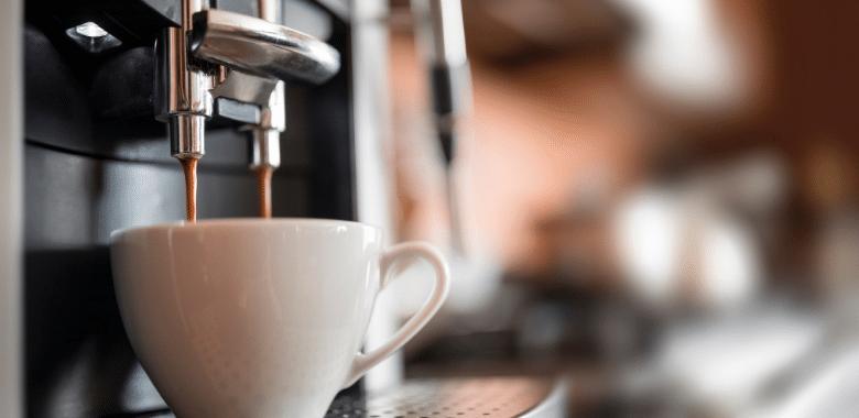 Espresso koffiemachine op het werk